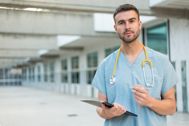 Infermiere con stetoscopio