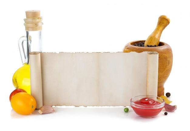 Ingredienti alimentari e carta isolati