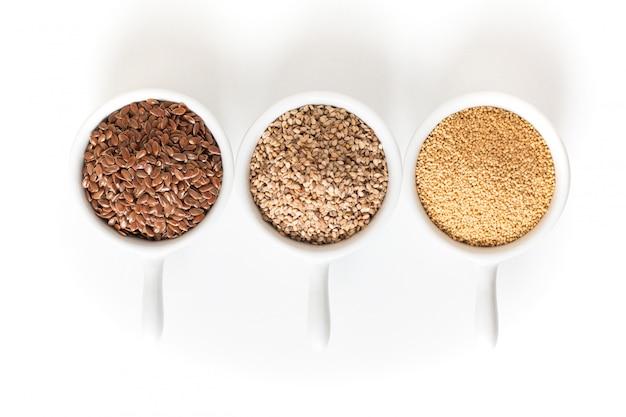 Ingredienti alimentari sani 3 tipi di cereali senza glutine lino