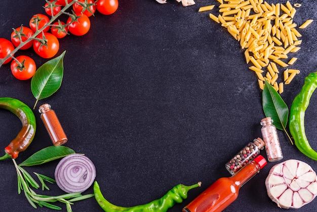 Ingredienti biologici freschi di ricette italiane