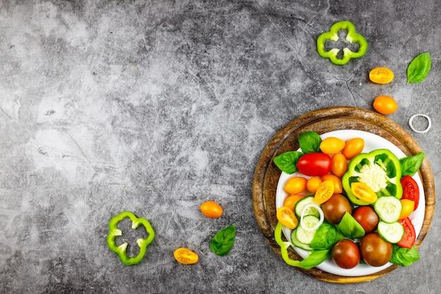 Ingredienti biologici freschi per insalata