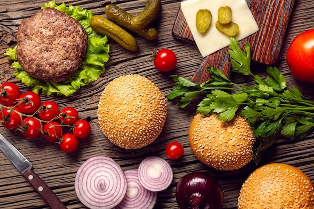Ingredienti burger vista dall'alto