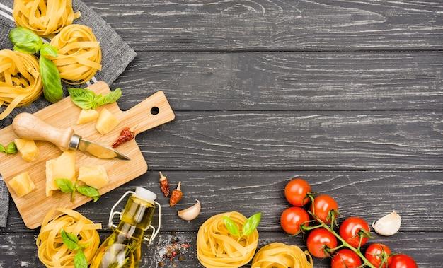 Ingredienti copia-spazio per noodles