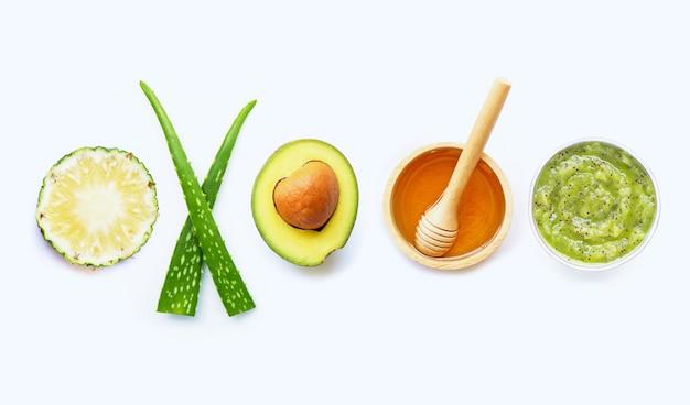 Ingredienti naturali per la cura della pelle fatta in casa e scrub
