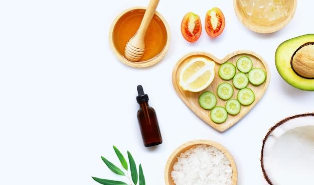 Ingredienti naturali per la cura della pelle fatta in casa
