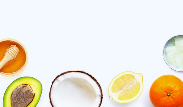Ingredienti naturali per la cura della pelle fatta in casa.