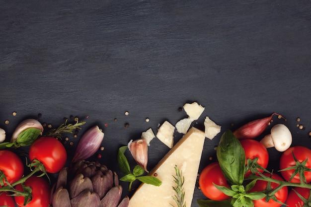 Ingredienti organici freschi di ricette mediterranee