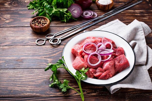Ingredienti per cucinare shish kebab o shashlik