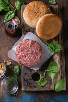 Ingredienti per fare hamburger