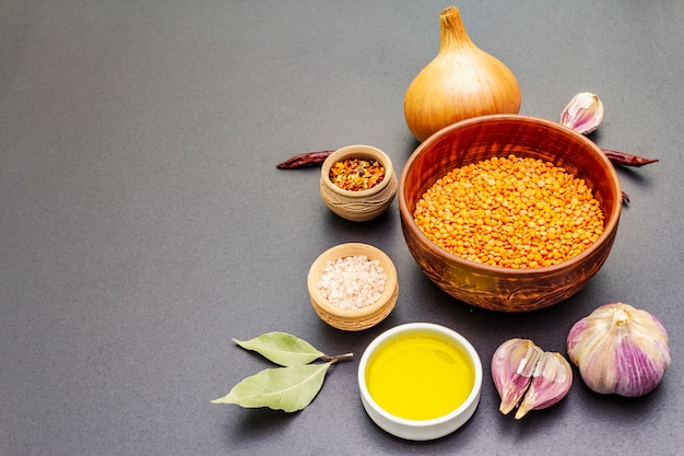 Ingredienti per il curry piccante indiano dhal