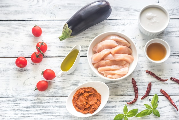 Ingredienti per il curry rosso tailandese del pollo