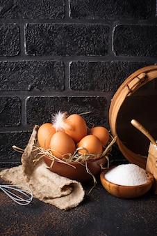 Ingredienti per la cottura burro, uova, zucchero e farina