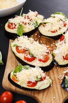 Ingredienti per la pizza alle melanzane