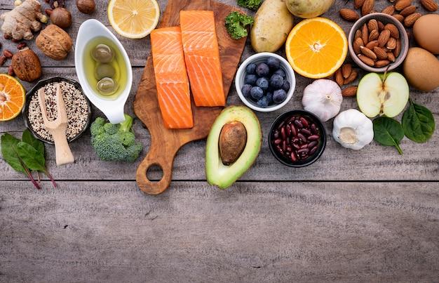Ingredienti per la selezione di cibi sani.