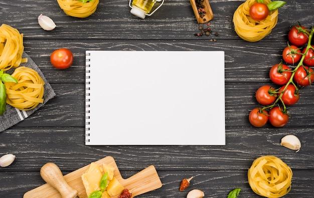 Ingredienti per notebook per il cibo italiano