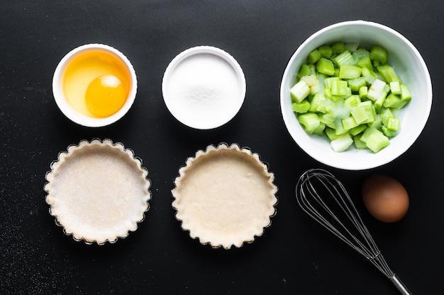 Ingredienti per torte di rabarbaro biologiche fatte in casa