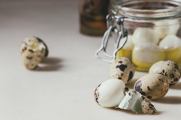 Ingredienti per uova di quaglia in salamoia
