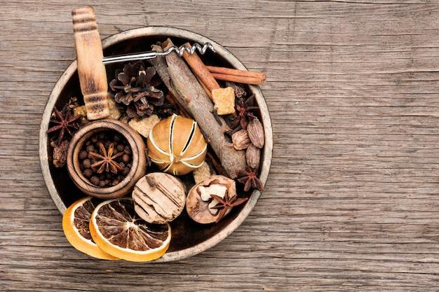 Ingredienti per vin brulè