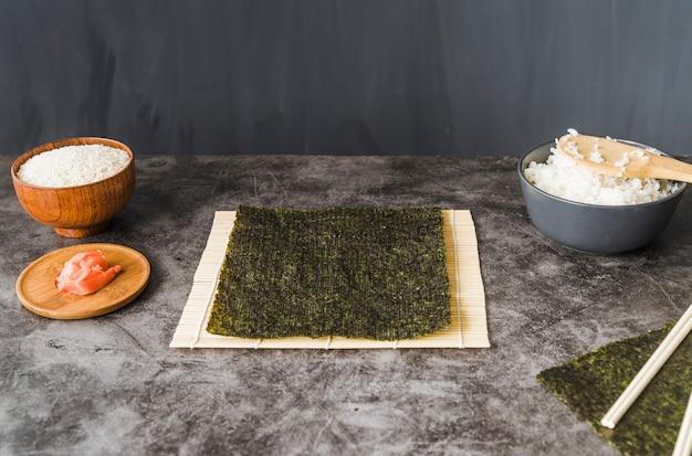 Ingredienti sul tavolo di cottura