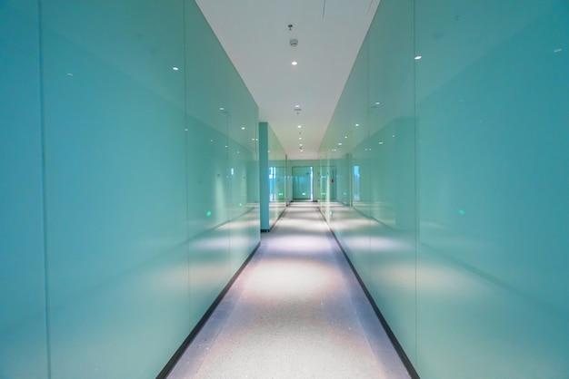 Ingresso e pavimento vuoto, spazio interno
