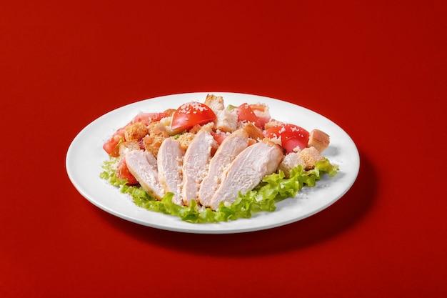 Insalata caesar con pollo per il menu