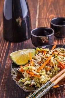 Insalata con cavolo e carote