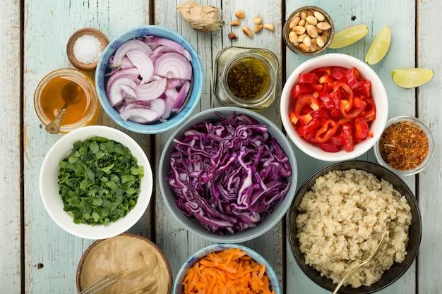 Insalata di cavolo nero, ricette salutari, anacardi croccanti, vegeta, rian, ricette vegetariane, insalata di cavolo, anacardi tailandesi, vegani, vegani, cavoli rossi, salsa di soia