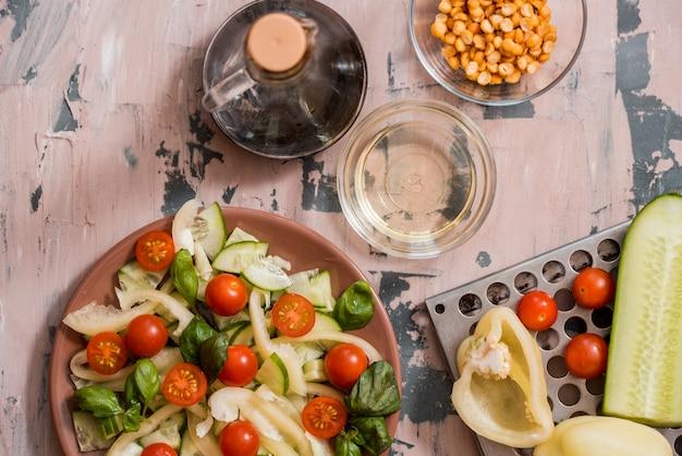 Insalata di cetrioli e pomodori (il nome indiano è ketchumbar)