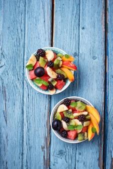 Insalata di frutta con anguria, banana e kiwi