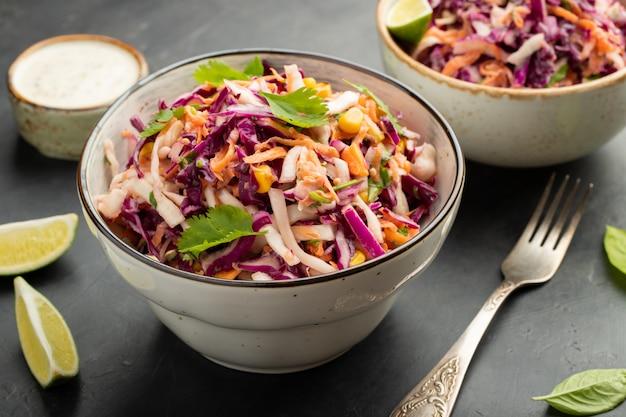 Insalata di insalata di cavolo classico