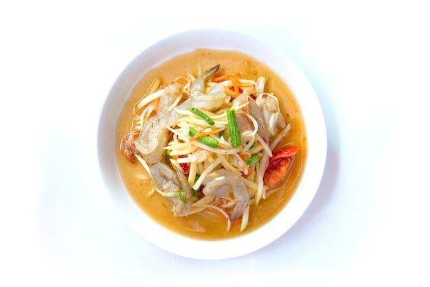 Insalata di papaya con gamberi, cibo tailandese speziato tradizionale