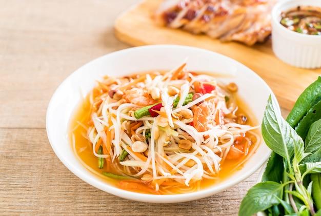 Insalata di papaya piccante (cibo tailandese tradizionale)