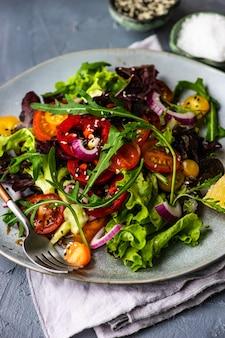 Insalata di verdure biologica