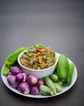 Insalata di verdure piccante cibo tailandese