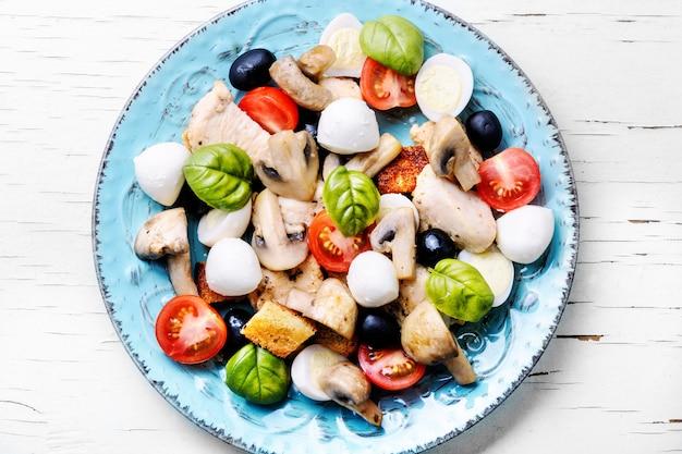 Insalata di verdure primaverili