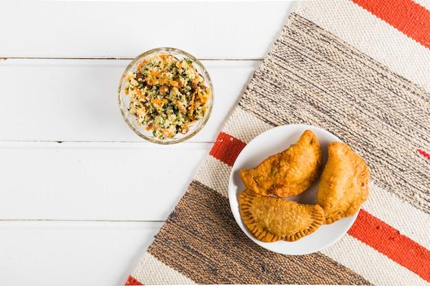 Insalata e pasticci orientali nazionali