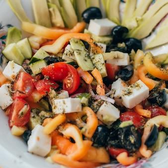 Insalata greca con verdure per alimenti sani