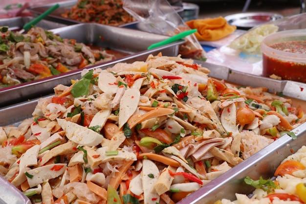 Insalata piccante al cibo di strada