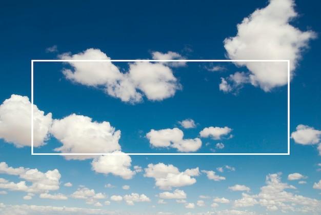 Insegna di forma di rettangolo dell'illustrazione grafica sul fondo di skyscape