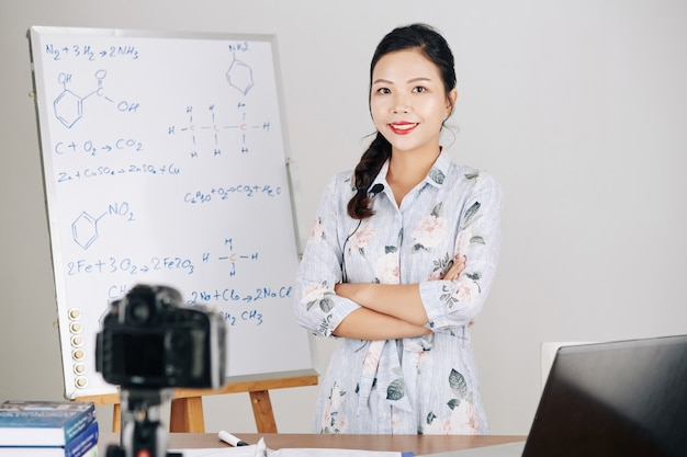 Insegnante che ospita lezioni online