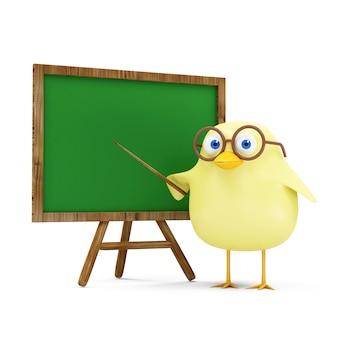 Insegnante di pollo piccolo divertente del fumetto vicino alla lavagna in bianco isolata su fondo bianco