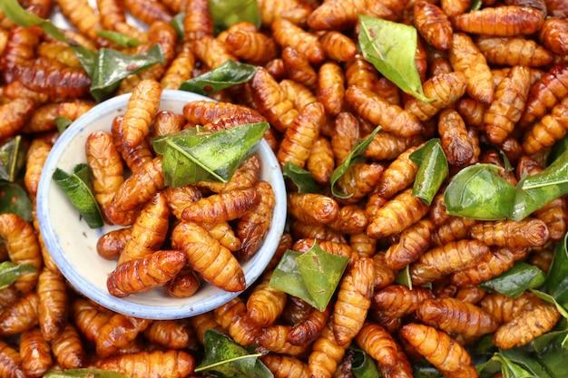 Insetto fritto al cibo di strada