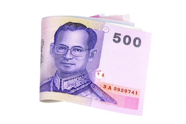Insieme delle fatture di valuta di baht tailandese completamente isolate contro bianco
