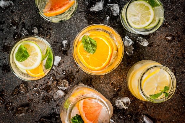 Insieme di varie bevande agli agrumi