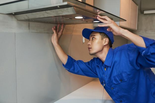 Installazione cappa aspirante