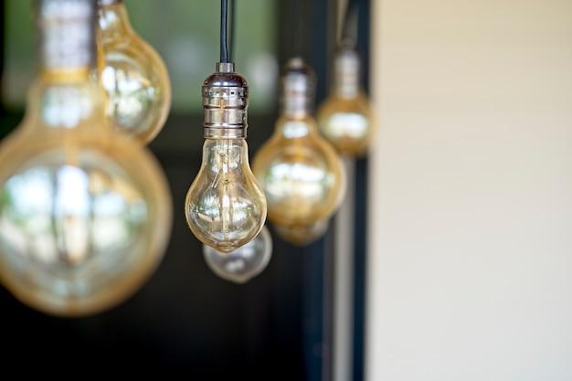 Interior design di lampada. lampadine a filamento decorativo antico stile appeso.