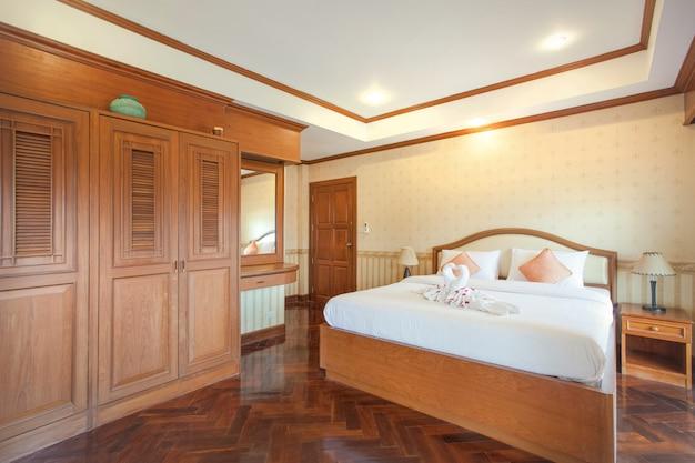Interior design in camera da letto con spazio luminoso