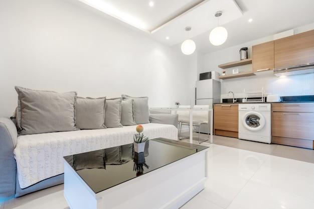 Interior design in soggiorno con angolo cottura