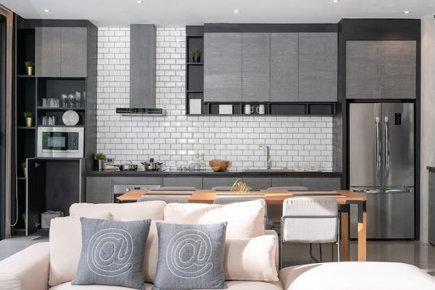 Interior design per la casa in soggiorno con cucina a vista nella casa loft