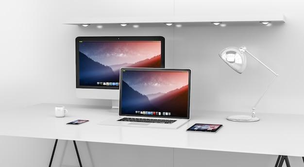 Interiore moderno bianco dello scrittorio con la rappresentazione di 3d dei dispositivi e del computer